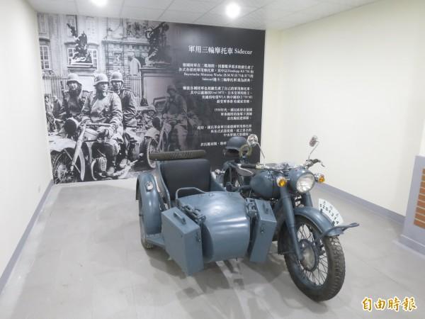 集集驛站轉型為「老站長」遊憩中心後,內部陳設大走懷舊風,還有二戰軍用摩托車。(記者劉濱銓攝)