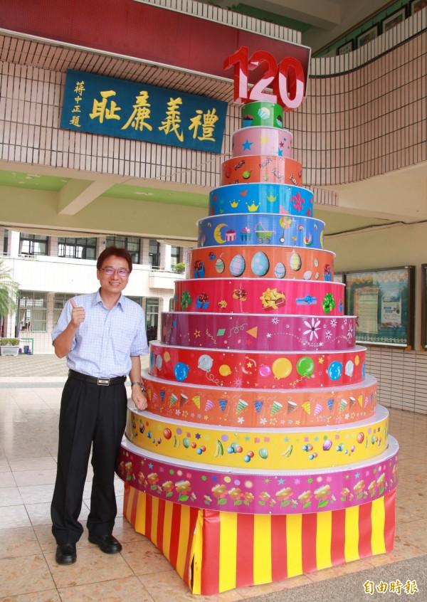 北斗國小校長林旻賜,誠摯邀請歷屆校友回母校參與120年校慶盛會。(記者陳冠備攝)