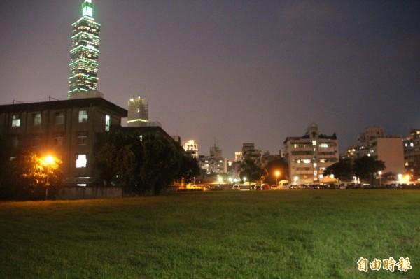 前市長郝龍斌時期就開始洽談陸保廠蓋公宅,最後在去年以約54.7億元有償撥用北側A、B兩塊基地,合計1.4公頃,戶數共709戶。(記者鍾泓良攝)