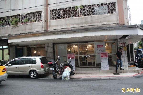 有鑑於地方反彈強烈,都發局首次嘗試設置「公宅公共服務諮詢站」。(記者鍾泓良攝)