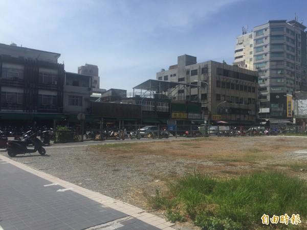 台東市中央市場前臨時停車場使用率低。(記者張存薇攝)