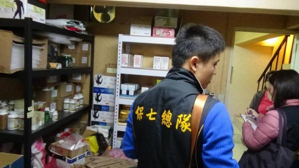 健康網站違法賣藥被警查獲。(記者劉慶侯翻攝)