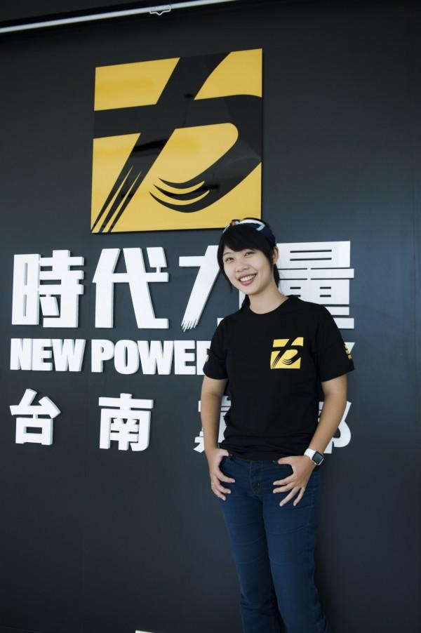 台南市議員林宜瑾特助林易瑩轉戰時代力量,任黨部組織部主任。(記者黃文瑜翻攝)