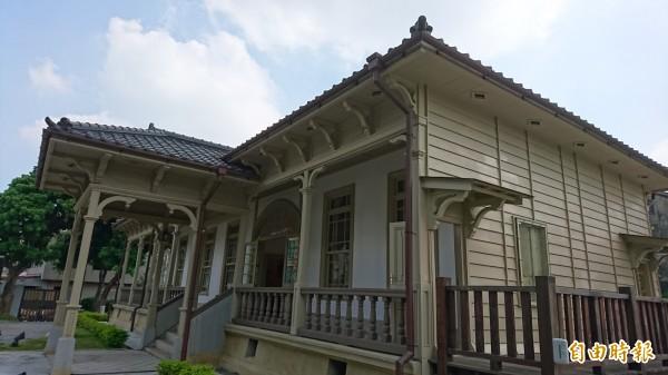 原台南廳長官邸為市定古蹟,經花費2500萬元修復後,首度配合文資月對外開放參觀。(記者洪瑞琴攝)