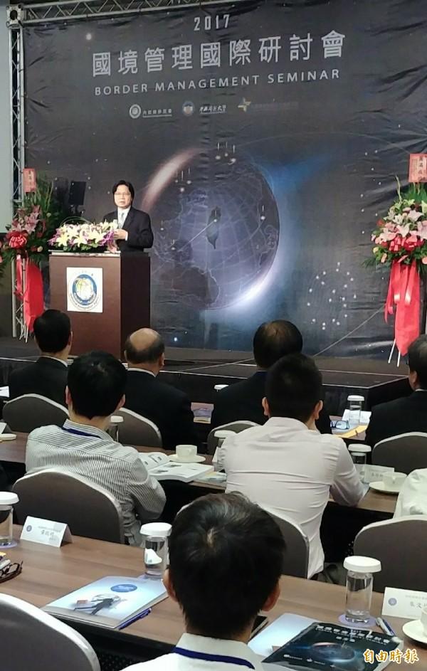 內政部移民署今天舉辦國際會議,內政部長葉俊榮致辭。(記者姚介修攝)