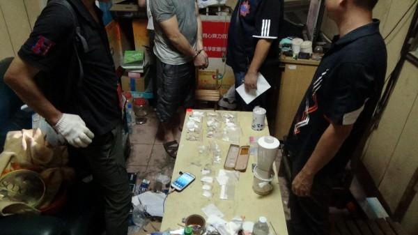 南投檢方指揮警方查獲朱男家有海洛因和安非他命等大批毒品。(南投檢方提供)