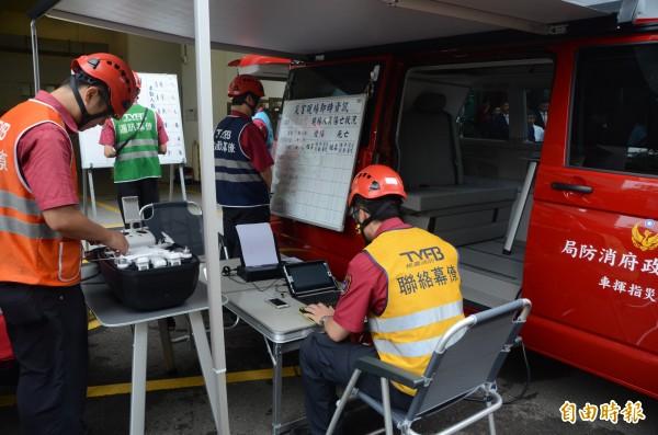 桃園市不動產開發商業同業公會捐贈桃園市消防局2輛救災指揮車,指揮車由露營車改裝,加強前進指輝所的機動性。(記者鄭淑婷攝)