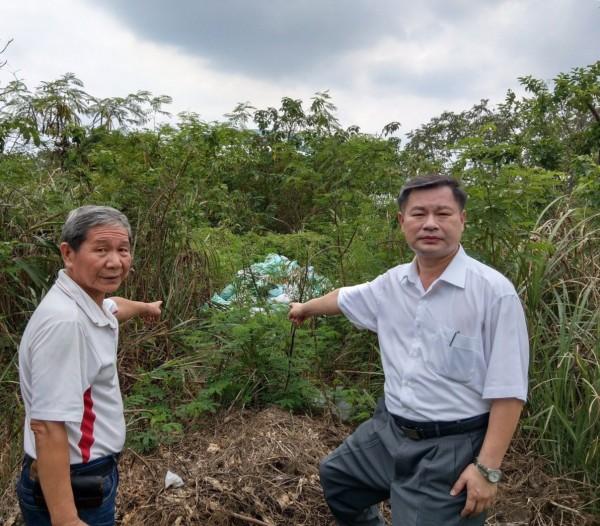 居民發現大漢溪河床被人偷倒廢棄物。(桃園市議員陳治文提供)