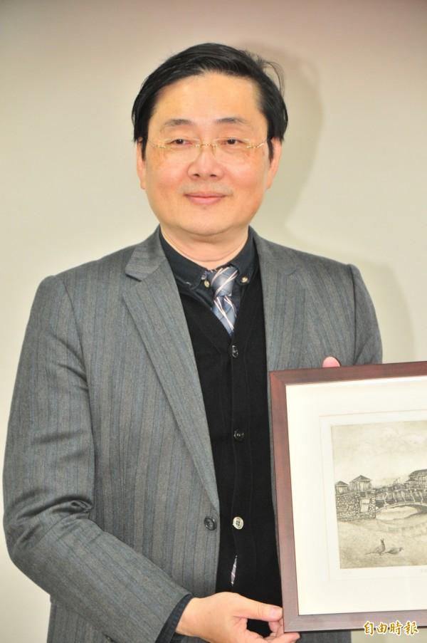 東華大學校長趙涵捷2011年起任中華民國電腦學會理事長,提出論文及研究成果,獲頒SEARCC的年度研究者獎。(記者花孟璟攝)