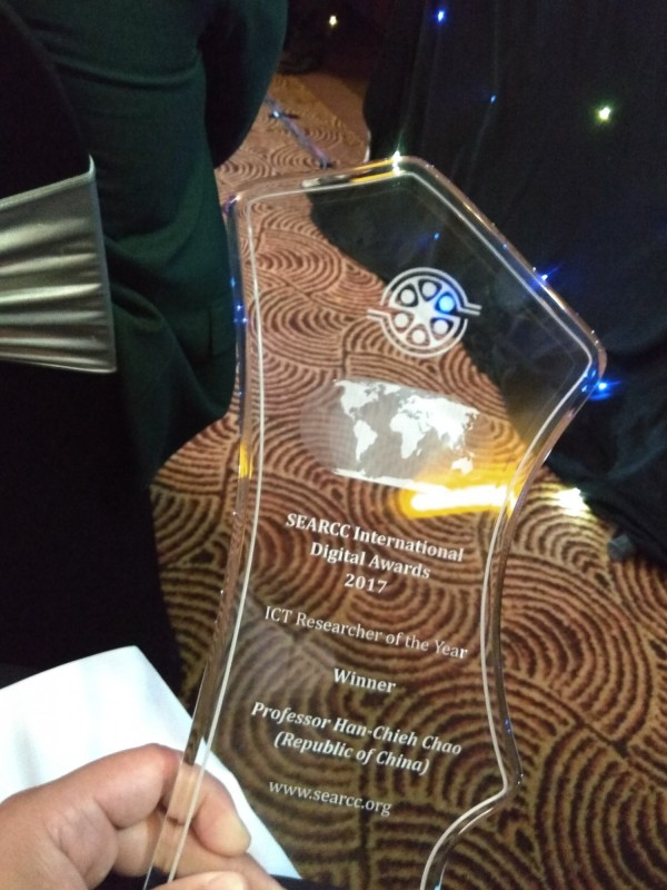 SEARCC東南亞電腦協會聯盟頒給趙涵捷的「年度研究人員獎」,受獎人姓名下方加註Republic of China。(趙涵捷提供)