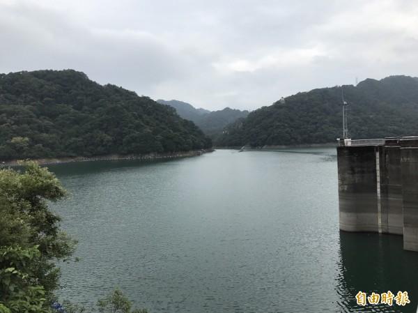 石門水庫的蓄水量可供二期稻作完成供灌,11月底前民生公共給水也能「穩定供水」。(記者周敏鴻攝)
