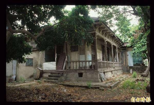 原台南廳長官邸古蹟,未修護前面貌。(陳信安提供)