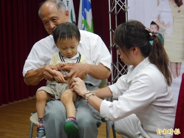 接種流感疫苗可提高防護力。(記者林惠琴攝)