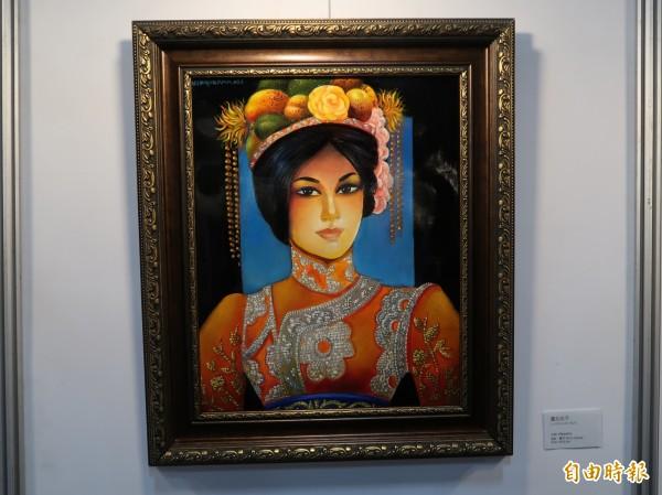 宏都拉斯畫家胡力歐‧比斯奎拉(Julio Visquerra)融合旗袍元素繪製《台北女子》。(記者呂伊萱攝)