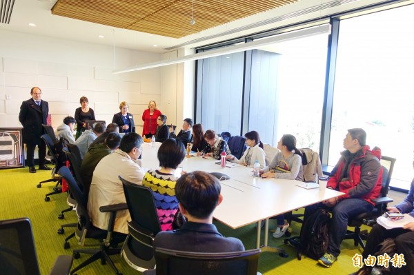 「專業課程英語授課教師海外培訓營」,遴選來自台灣9所大學、15位商管及資訊管理領域教師參加。(記者張軒哲攝)