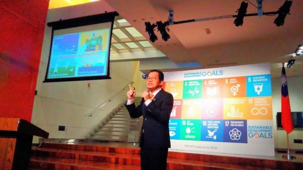環保署長李應元在美發表自願性國家審查報告。(環保署提供)