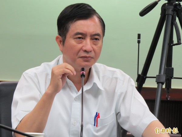 南市一分局長邱文亮說,張姓車主3項違規行為並非屬於列為輕微規違的項目,而且屬於不同的違規行為,依法必須要告發。(記者蔡文居攝)