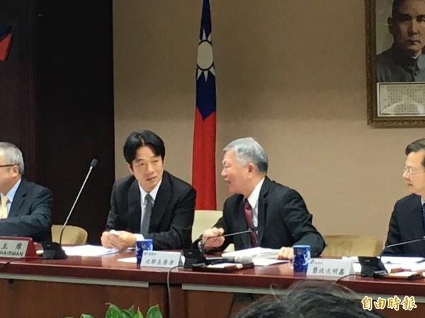 左起行政院長賴清德、經濟部長沈榮津(記者黃佩君攝)