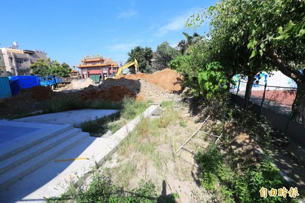 社口國小西棟大樓拆除後尚未重建。(記者歐素美攝)