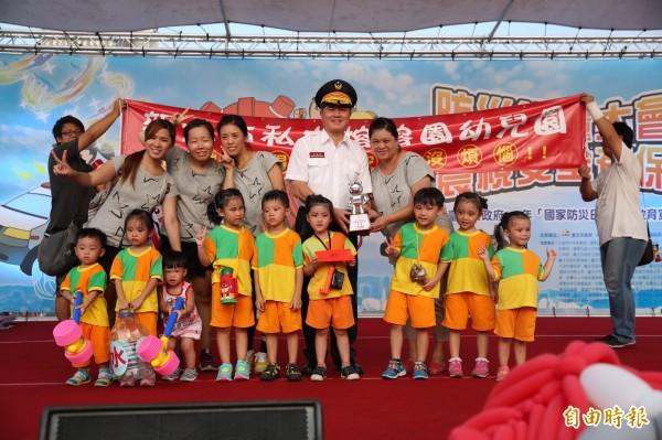 北市消防局與陸軍第六軍團在國父紀念館舉辦國家防災日活動。(記者姚岳宏攝)