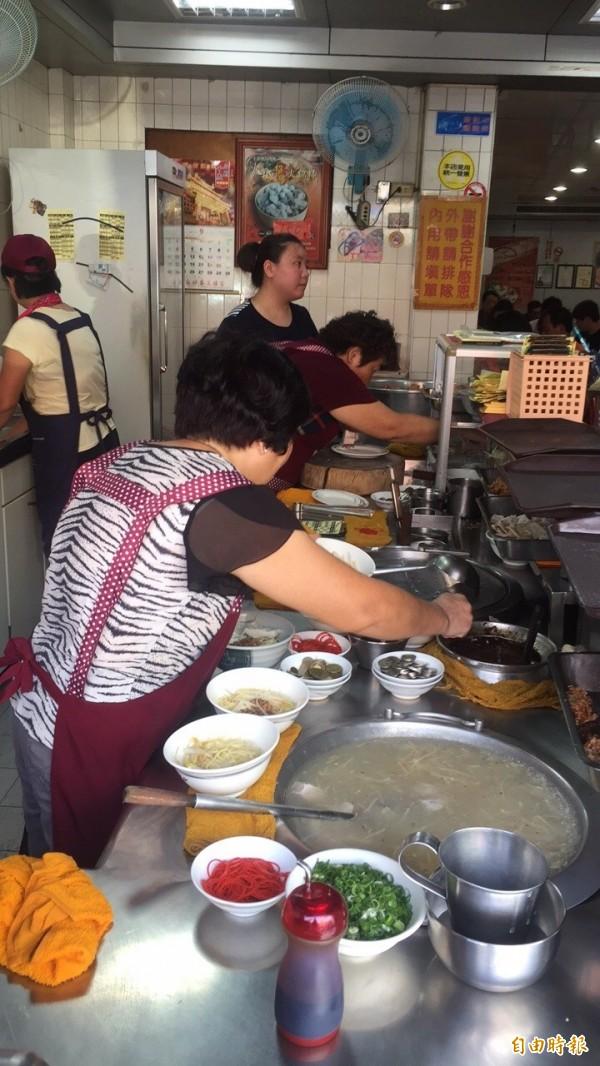 位於台南市南區灣裡路的火城麵店。(記者王俊忠攝)