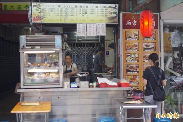 嘉義市西市場魯熟肉已傳到第三代,是在地人光顧的老店。(記者王善嬿攝)
