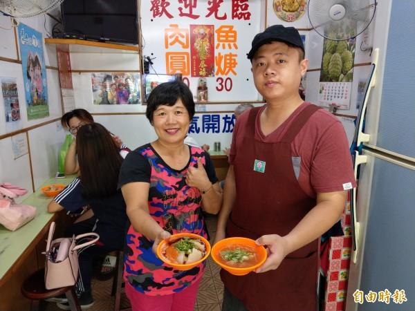 第三代老闆陳煒智從小學習父母親製作肉圓的好手藝,逐漸扛起招牌。(記者蔡政珉攝)
