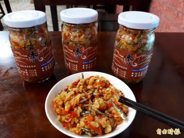 新竹市禾日香魯肉飯除了魯肉飯,還有人氣配料「小魚辣椒」,讓很多人指名要買。(記者洪美秀攝)
