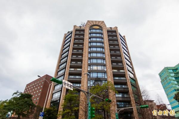 近年來交易頻繁的松山區指標豪宅「文華苑」又有最新租金實價紀錄,揭露13樓月租金40萬。(記者徐義平攝)