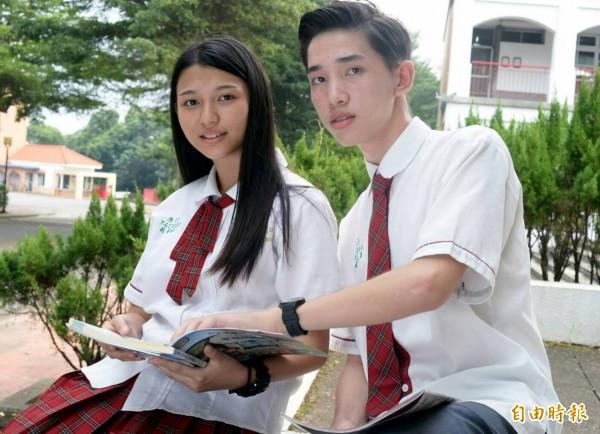 學生畢業時會將穿過的制服整理乾淨捐給學校,讓有需要的學生再次使用,象徵傳承。(記者謝介裕攝)