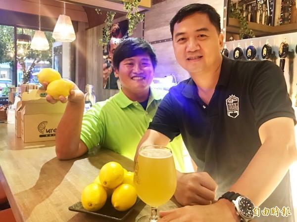 高雄型農莊承翰與掌門精釀啤酒業者黃基紘合作,推出台灣自產黃檸檬精釀啤酒。 (記者陳文嬋攝)  <h4>☆飲酒過量  有害健康  禁止酒駕☆</h4>