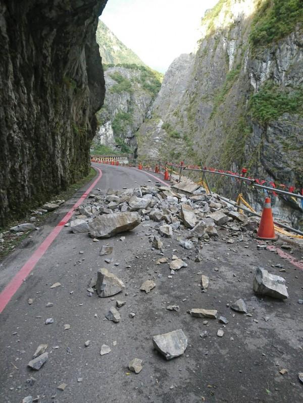 燕子口步道今早發生落石意外。(民眾提供)