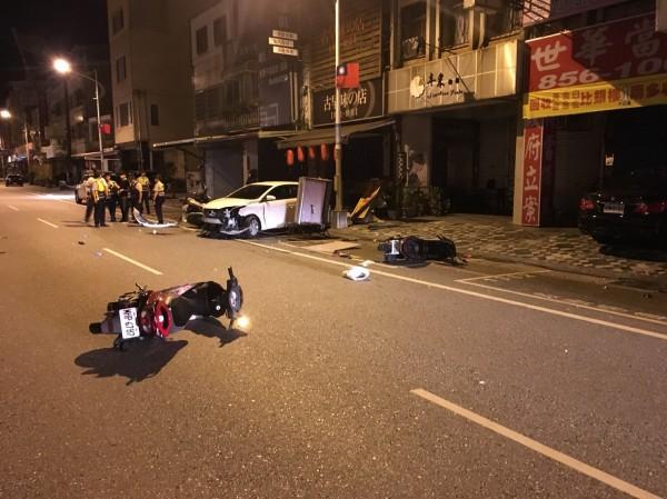 花蓮市今晨發生街頭大亂鬥,1人被砍送醫。(記者王峻祺翻攝)