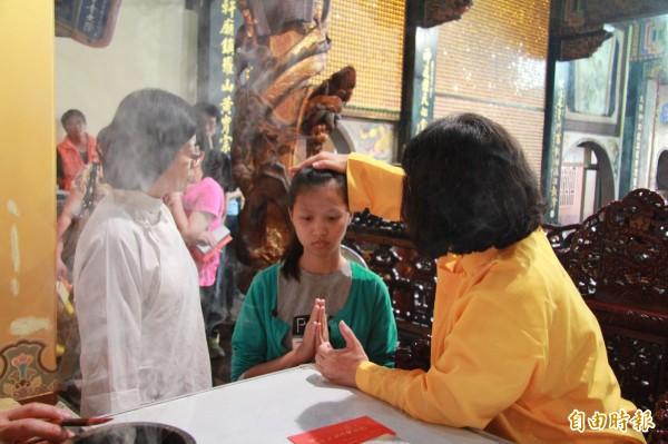 嘉義市大天宮每年都舉辦金科光明法會,為考生祈福。(記者丁偉杰攝)