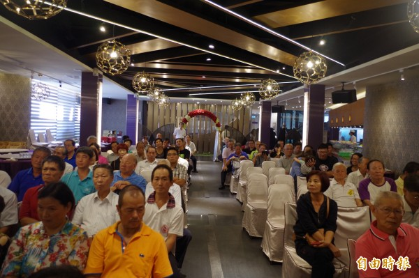 民進黨嘉縣資深黨員今開記者會,呼籲黨中央找回初衷、終結派系。(記者王善嬿攝)