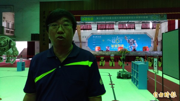 競賽活動執行長鄭錦聰歡迎大家來為選手加油。(記者廖淑玲攝)