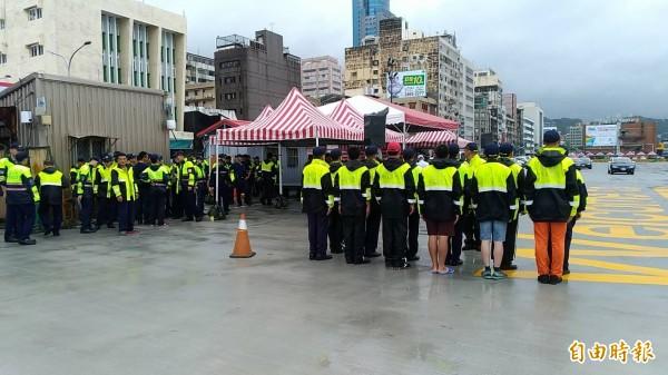 保三總隊今日上午進行櫃安演習預演,不慎發生人員受傷意外。(記者吳昇儒攝)