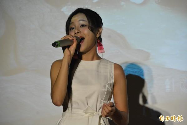 「創作女新聲」郭曉曉在記者會上率先演唱《故鄉普悠瑪》。(記者王峻祺攝)