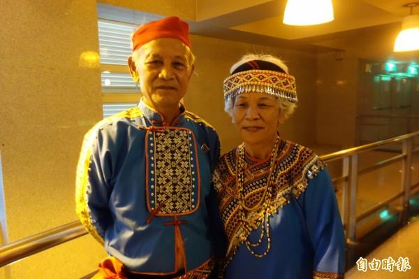 來自台東海端鄉的姊弟檔胡金娘(右)與胡俊卿,首度進入總決賽,帶來布農族的八部合音。(記者葉冠妤攝)