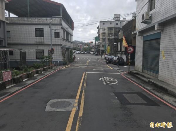 基金二路一巷約500公尺長的8米道路,是基金公路塞車時,基隆市政府建議用路人可行駛的替代路線。(記者林欣漢攝)