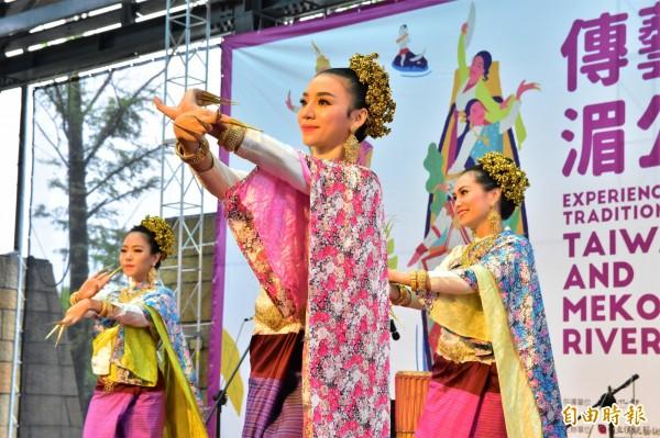 泰國女舞者今登台演出「指甲舞」,成為全場矚目嬌點。(記者張議晨攝)