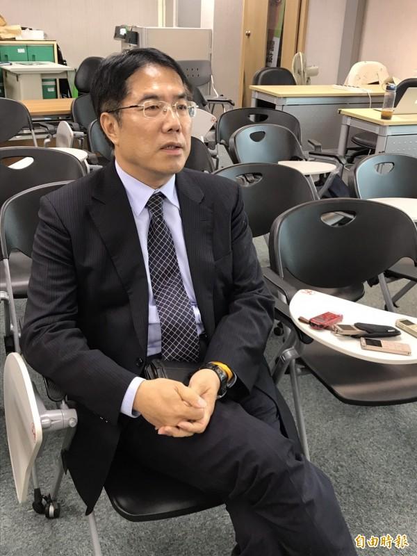 對於民進黨競逐台南市長黨內提名人選的激烈程度,立委黃偉哲說,台南已經殺到見骨,有時候他都不免疑惑,「我在跟同志選嗎?」(記者蘇芳禾攝)
