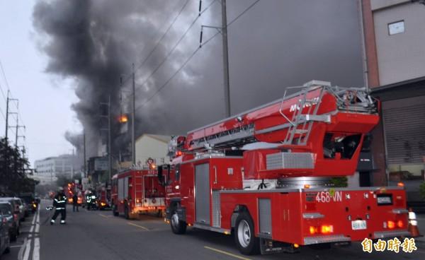 現在因正職消防人員漸漸補齊員額,早期那種市區繞圈載人的情形已不復見。(記者李容萍攝)