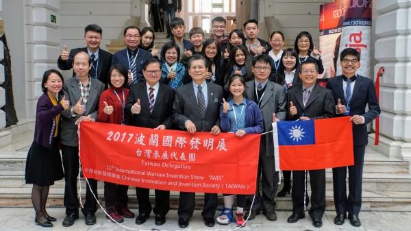 台灣參展團在本屆波蘭國際發明展中,獲得第二名佳績。(中華創新發明學會提供)