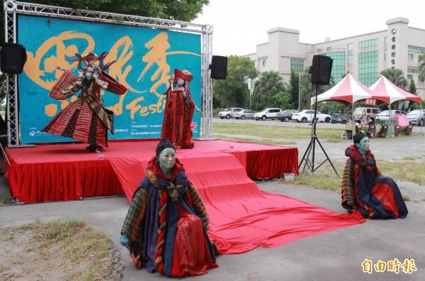 金枝演社現場表演「祭特洛伊」小段戲碼,引來無數歡呼。(記者陳冠備攝)