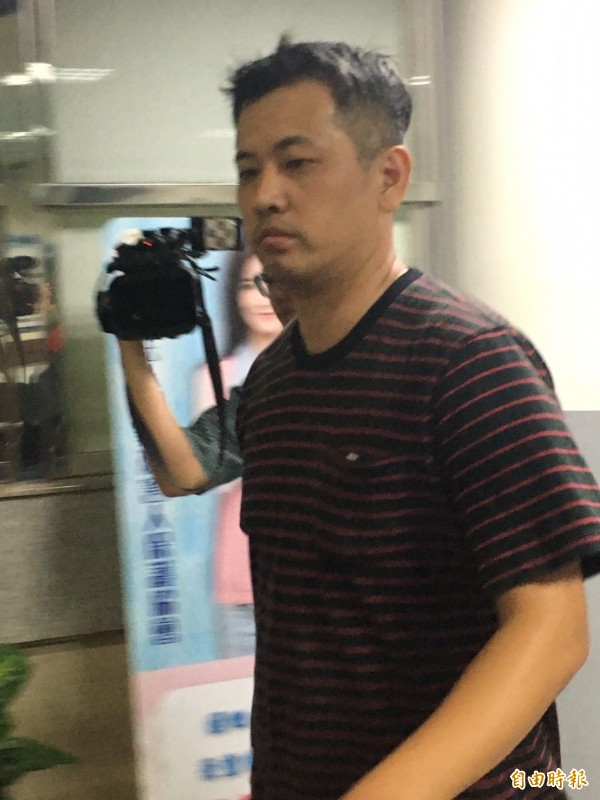 台北市萬華分局警備隊警員周伯威涉嫌包庇賭場,檢方訊後以3萬元交保。(記者陳慰慈攝)