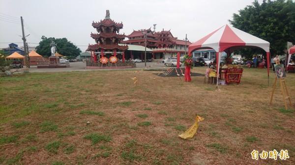 活動中心基地就在紀安宮廟前右側,由紀安宮提供土地。(記者楊金城攝)