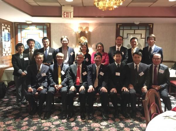 台灣科技部長陳良基(前排左四)首次訪問華府,與台北駐美代表處同仁合影。(駐美代表處提供)