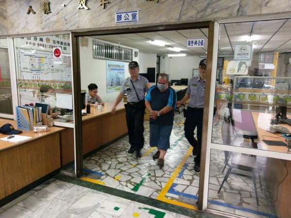 陳男今天上午被依公共危險罪移送法辦。(記者蔡清華翻攝)