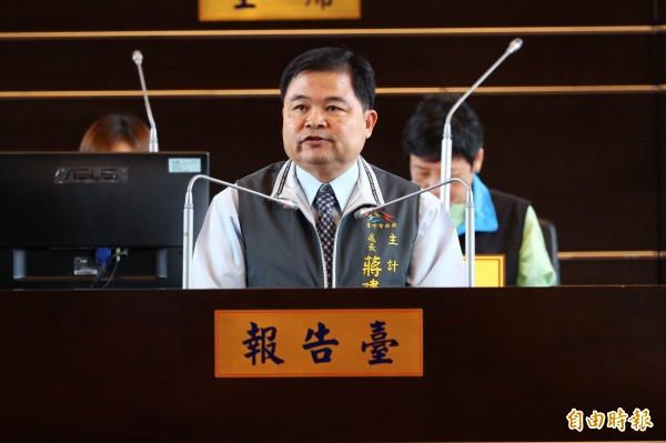 台中市政府主計處長蔣建說,明年度總預算支出,以教科文、經濟發展及社會福利占比較高。(記者黃鐘山攝)